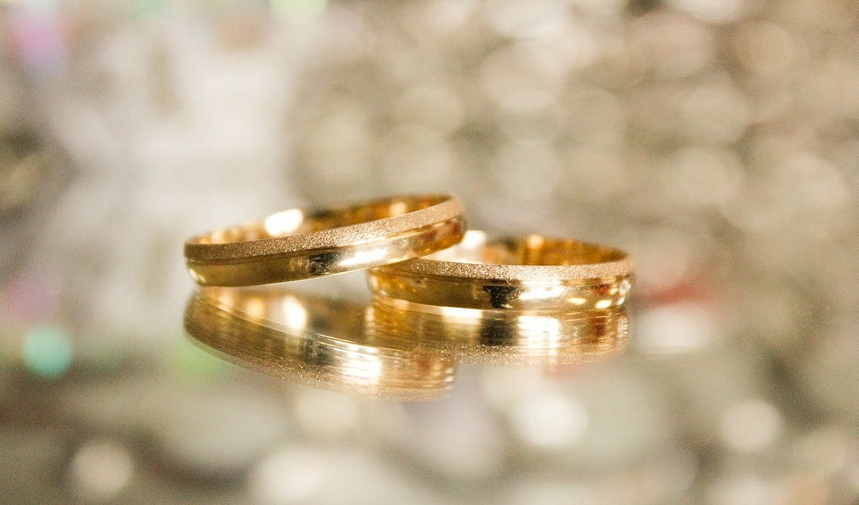 Kas yra auksinių papuošalų praba ir kodėl skiriasi aukso spalva?