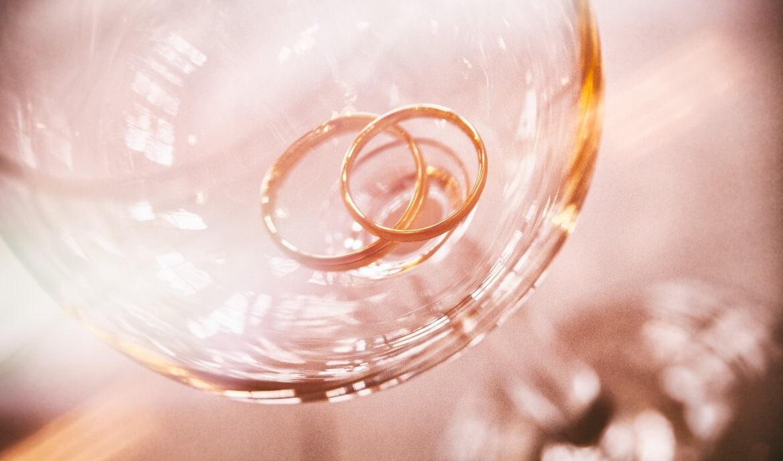 Kaip išsirinkti vestuvinių žiedų aukso spalvą